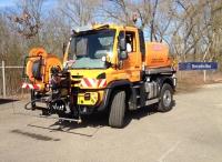 Unimog U 423 a nástavba firmy LEISTIKOW - vysokotlaká čistička vozovek a kanálů.