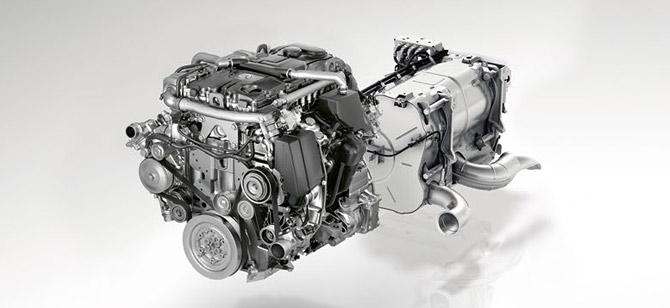 Větší výkon, méně emisí: Nový motor s technologií BlueEFFICIENCY Power jako 4válcový agregát poskytuje terénnímu Unimogu výkon 170 kW.